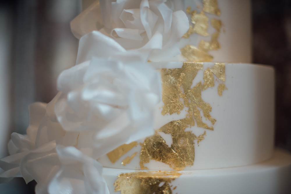 Gold-wedding-cake-2